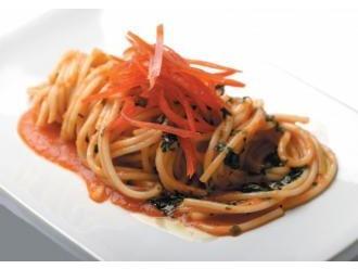 Romantyczne spaghetti z odrobiną pikanterii