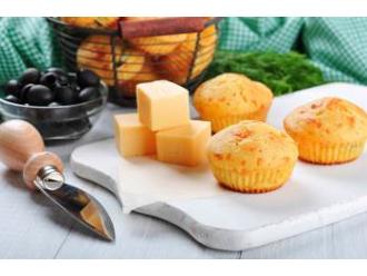 Muffinki z żółtym serem