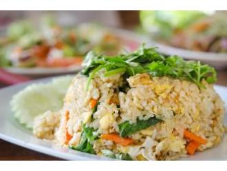 Risotto wegetariańskie z jarmużem i sosem serowym