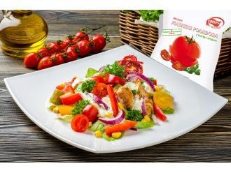 Chrupiąca sałatka z kurczakiem i plasterkami suszonego pomidora