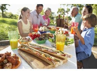 Lato wokół stołu