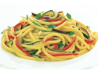 Neapolitańskie przysmaki - bucatini z warzywami