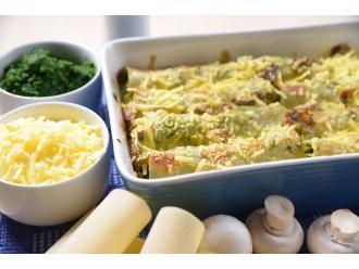 Cannelloni nadziewane szpinakiem, zapiekane serem żółtym