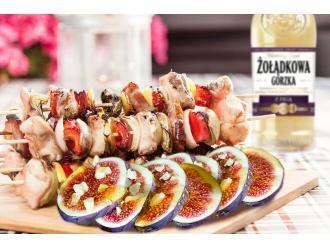 Szaszłyki z figami, polędwiczką w rozmarynie i szynką serrano