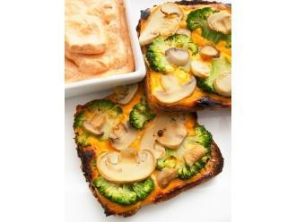 Jesienne tosty z grzybami i brokułem oraz jajeczno grzybowy dip