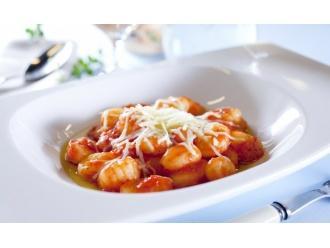 Włoskie kopytka z pomidorami