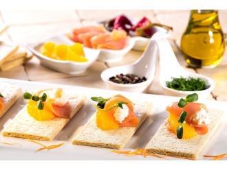 Kanapka na chlebkach TOVAGO z łososiem i serkiem ricotta