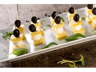 Piramidki warzywne z chlebkami Tovago