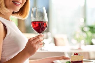 Jak łączyć wino z deserami?