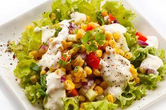 Sezon na talerzu: kolorowa sałatka z kurczakiem