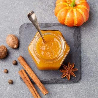 Aromatyczna konfitura z dyni z ciastem drożdżowym  – idealne śniadanie na jesienną słotę