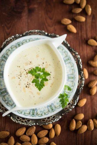 Przepis na wigilijną zupę migdałową