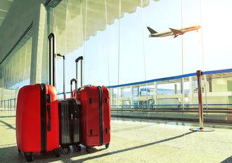 Prawdziwy dżentelmen podpowiada, jak zachować się na lotnisku oraz w samolocie