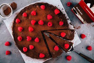 Idealny przepis na fasolowe brownie z malinami i z… dodatkiem herbaty!