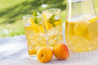 Czas na… morelowe love – przepis na pyszną mrożoną herbatę!