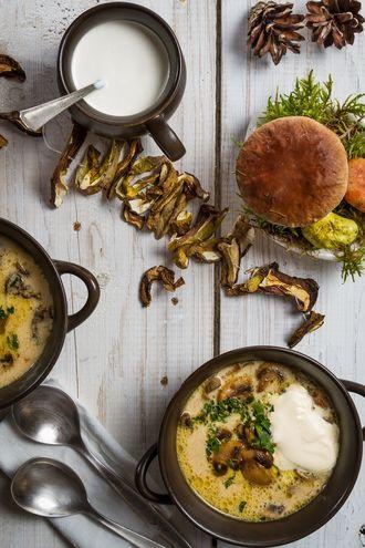 Zupa grzybowa zabielana z ziemniakami