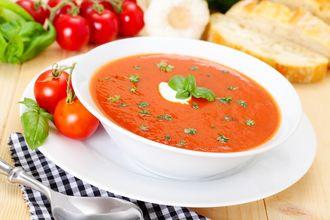 Gęsty krem pomidorowy z serem i bruschettą