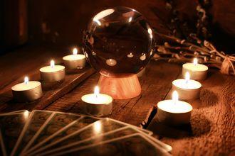 Herbaciane wierzenia i przesądy - jak wróżyć z fusów?