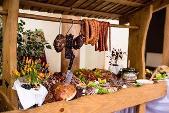 Wiejski stół – weselna atrakcja dla smakoszy polskiej kuchni