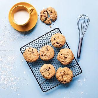 Przepis na aromatyczne ciasteczka owsiane z miodem i śliwkami.