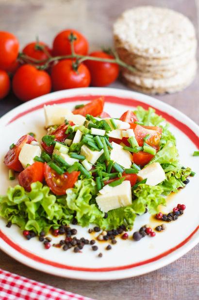 wiosenna-salatka-z-zoltym-serem