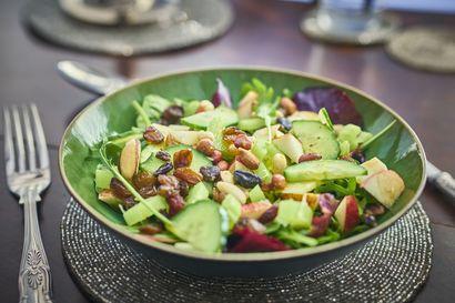 odswiezajaca-salatka-z-ogorkami