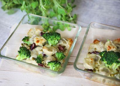 uszka-z-miesem-zapiekane-z-brokulami-pod-serowa-pierzynka