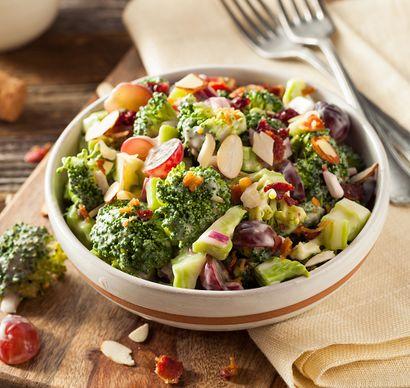 salatka-brokulowa-z-winogronami