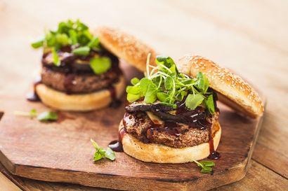 burger-z-ciecierzycy-z-grillowanym-baklazanem-i-majonezem-ztofu