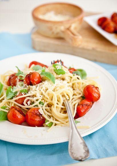 makaron-z-hummusem-i-pomidorkami-koktajlowymi