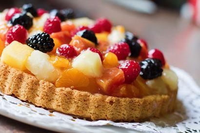 tarta-z-masa-budyniowa-i-owocami