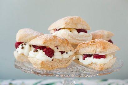 eklerki-z-ciasta-francuskiego-z-owocami