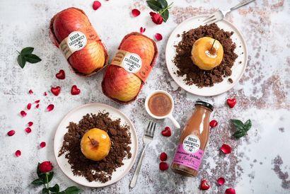 jablka-z-kruszonka-i-sosem-maslano-jablkowym