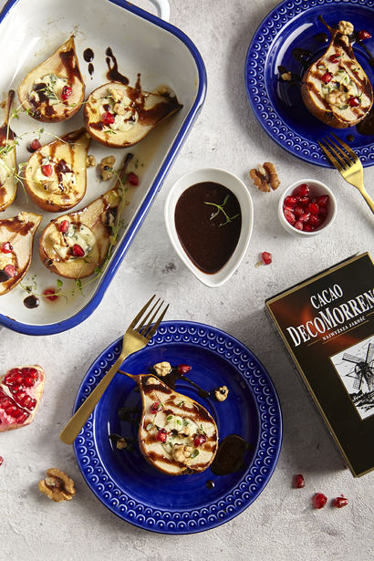 pieczone-gruszki-z-gorgonzola-i-sosem-kakaowym