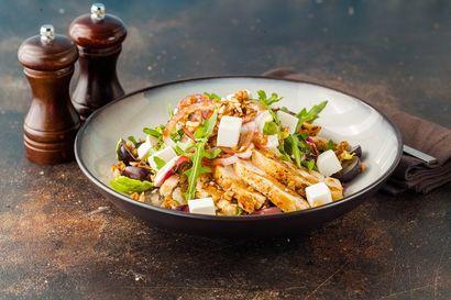 salatka-z-poledwiczkami-w-ziolowym-dressingu